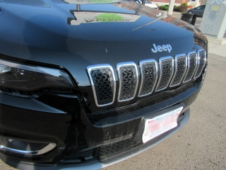 2019 Jeep front end damage before auto body repair